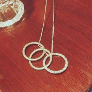 Vintage Interlocking Circles w/  Diamons
